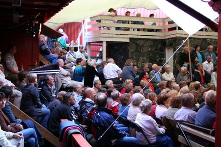 publikum-under-seil